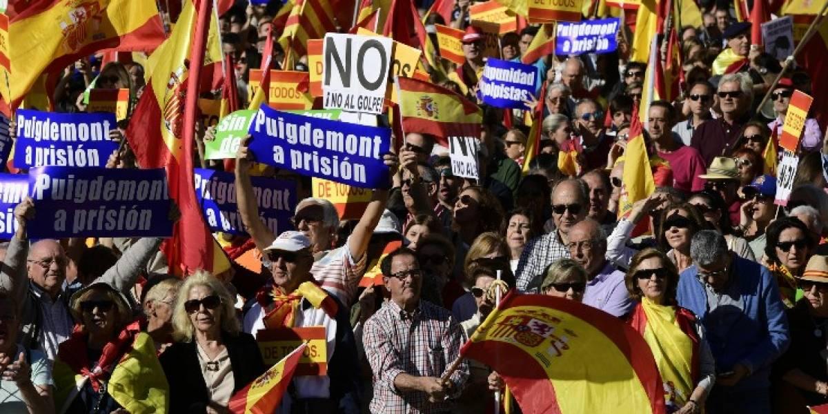 Destituido presidente catalán llama a oponerse democráticamente a la intervención del gobierno español