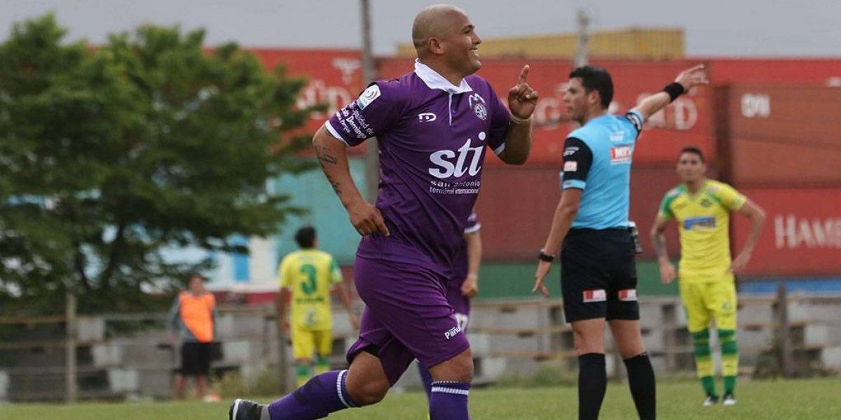 Chupete Suazo vuelve al gol y el SAU sueña con el ascenso a Primera B