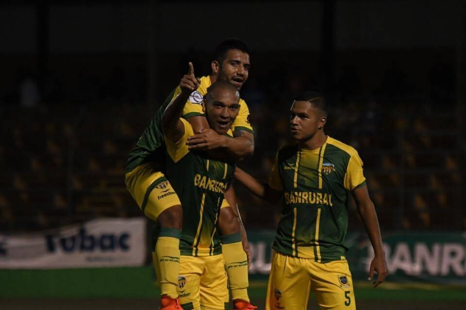 Juliano Rangel festeja un gol