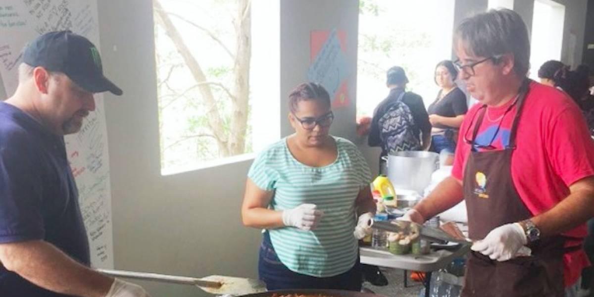 UPR Carolina reparte 400 platos de paella a estudiantes