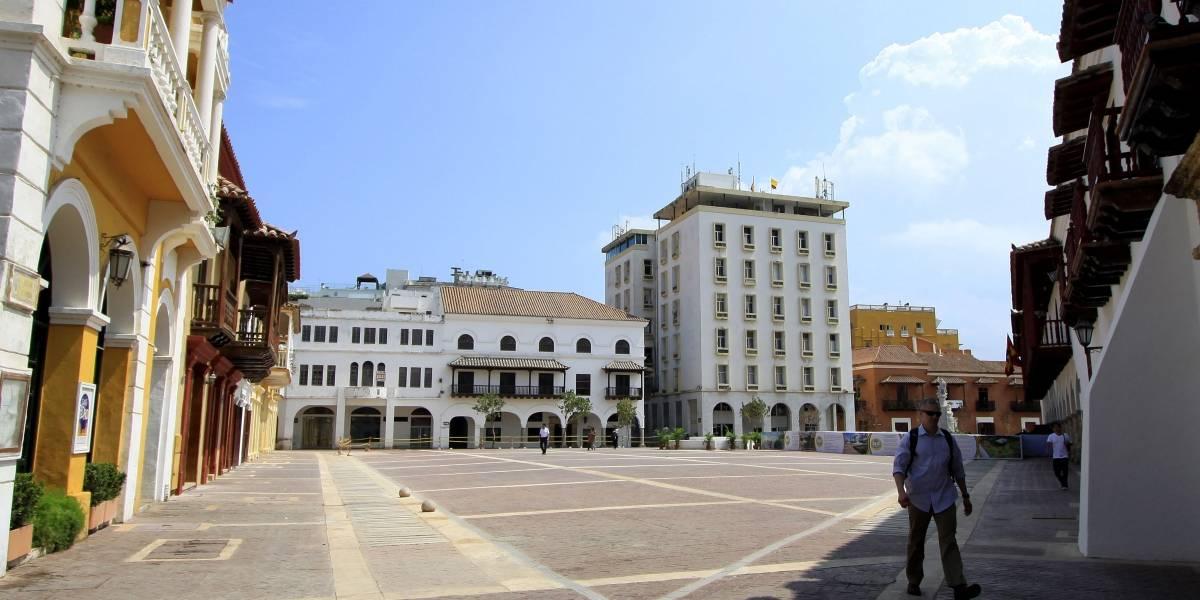 Turista se desnudó para tomarse una foto en monumento del centro histórico de Cartagena