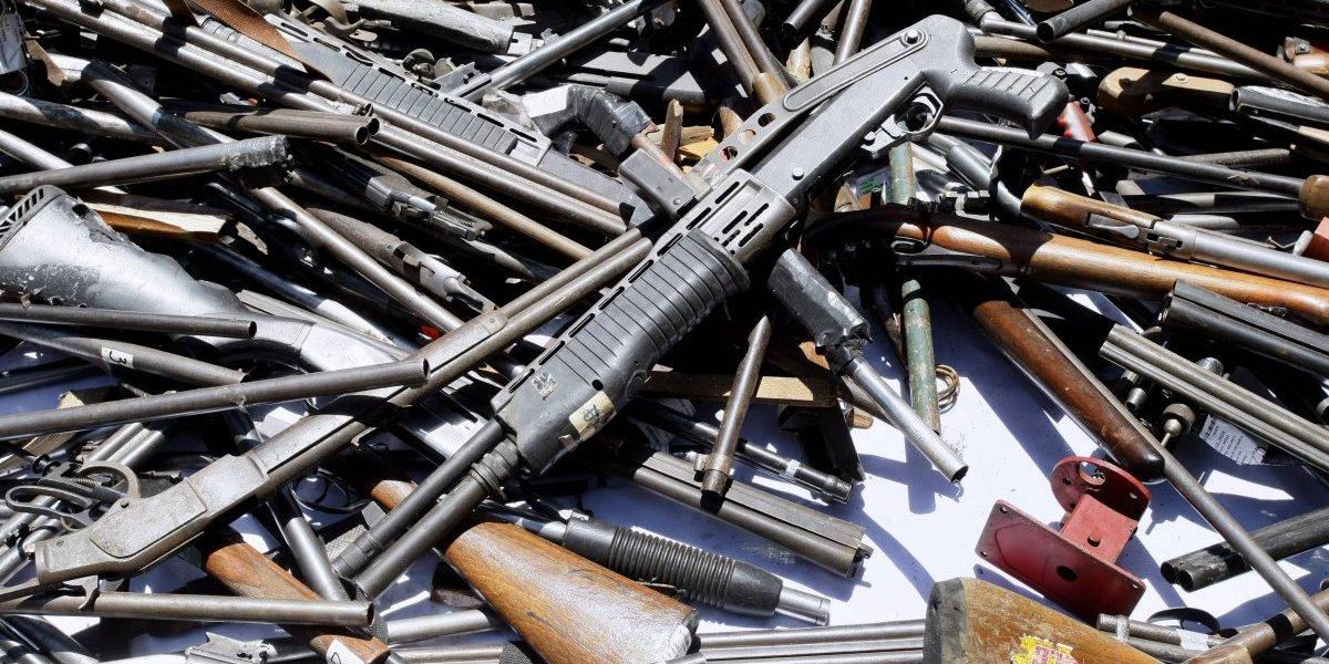 ¡Las volverán papilla! Autoridades destruyen armas de fuego ilegales y de la Armada