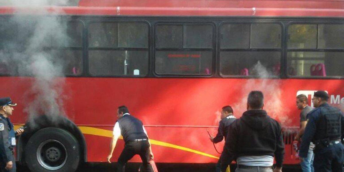 Unidad de Metrobús se incendia al Oriente de la CDMX