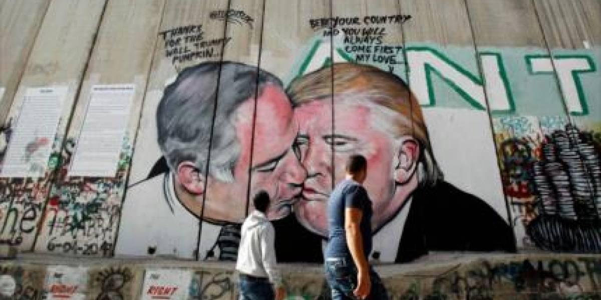 Trump y Netanyahu se besan en mural pintado en Cirjodania