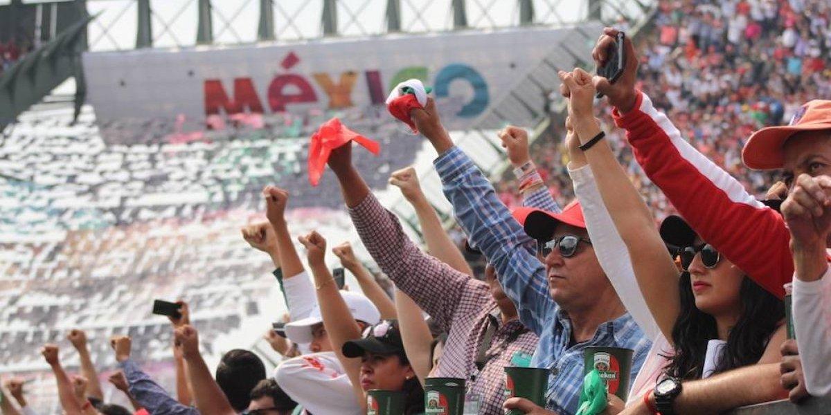 Afición responde al llamado y levanta el puño por #FuerzaMéx1co