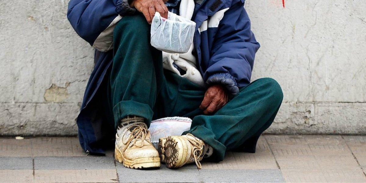 La brutalidad no tiene límites: le daba cerveza con veneno a indigentes y grababa su sufrimiento