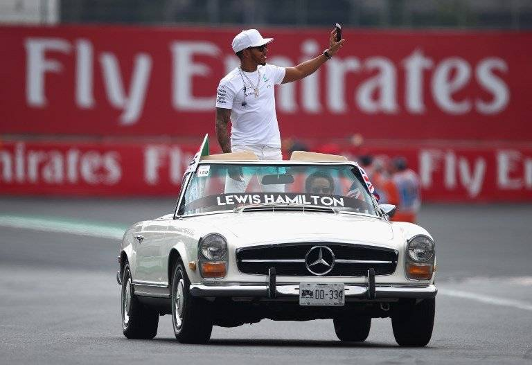 Lewis Hamilton festejó en México