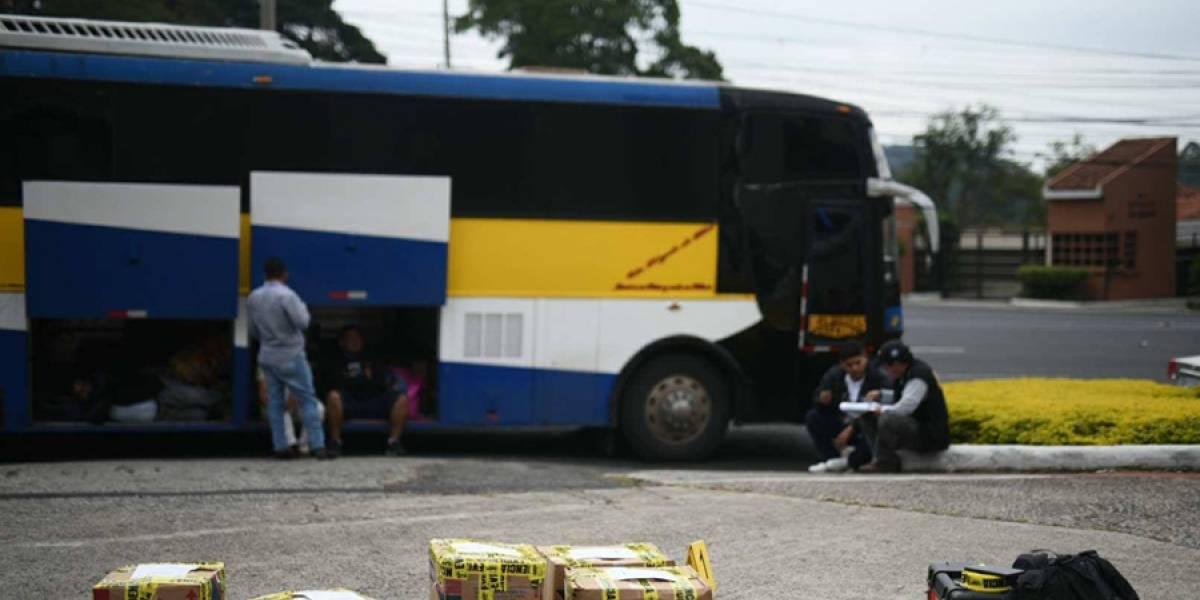 Revisan autobús que transportaba medicina sin pagar impuestos