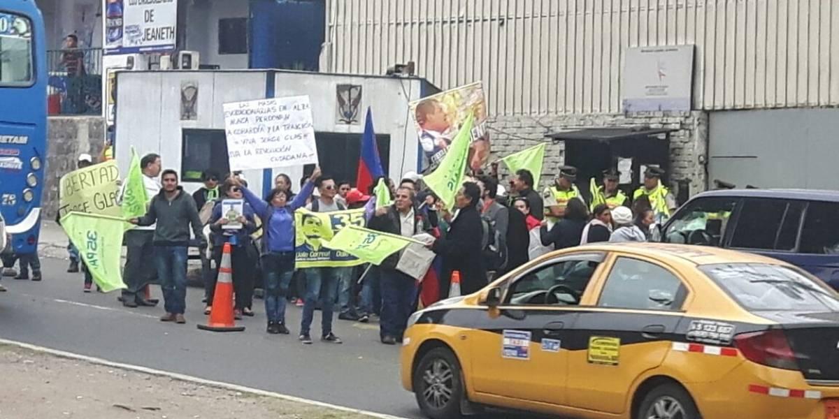 Simpatizantes de Jorge G. se concentran para exigir libertad del vicepresidente