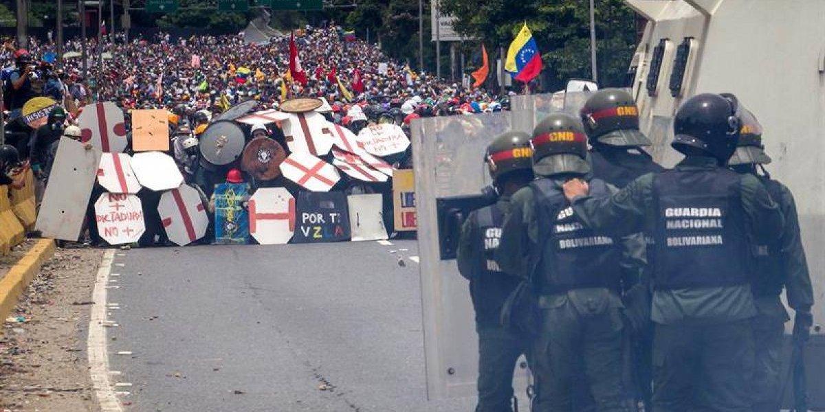 """""""Noches de terror"""": Amnistía Internacional alerta que Gobierno venezolano llevó represión de la calle a las casas"""