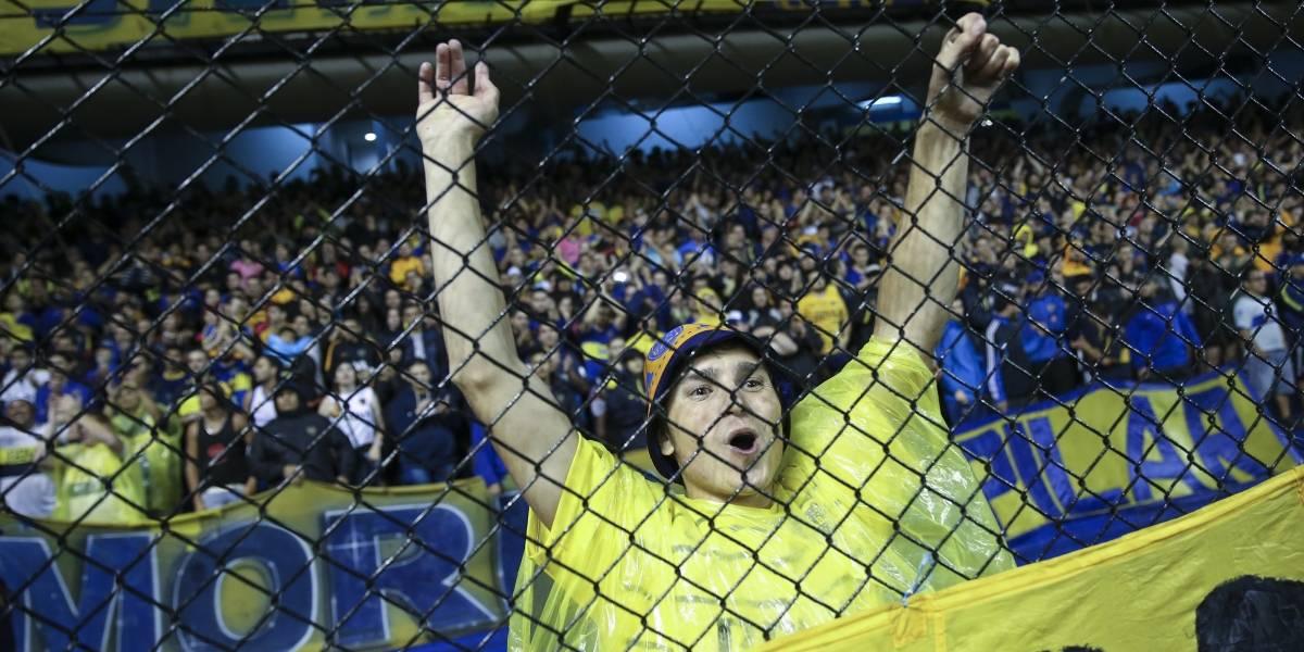 Hincha de Boca quiso pasarse de tribuna y terminó atascado