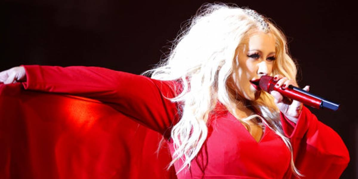 Christina Aguilera interpretará popurrí de Whitney Houston en los AMAs