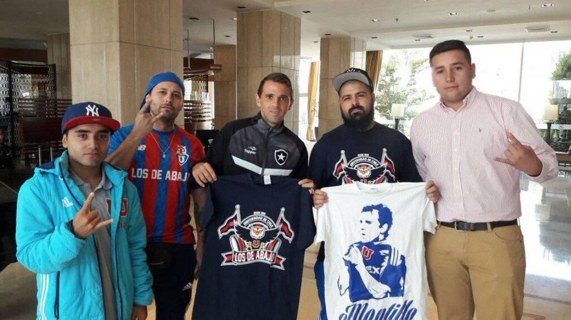 Montillo recibió regalos de los hinchas azules en Brasil / Instagram
