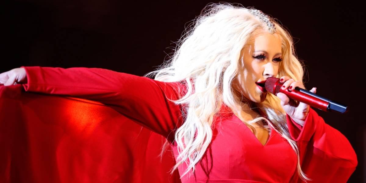 Christina Aguilera interpretará popurrí de Whitney Houston en los AMAs