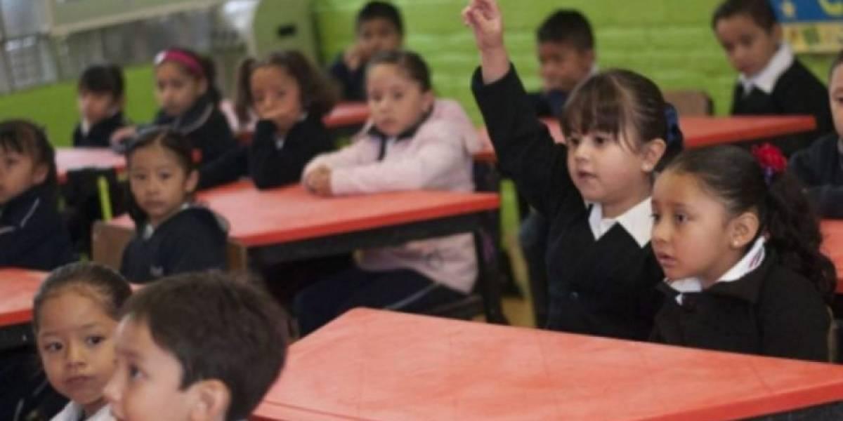 Mil escuelas no tienen luz por deuda de Mineduc