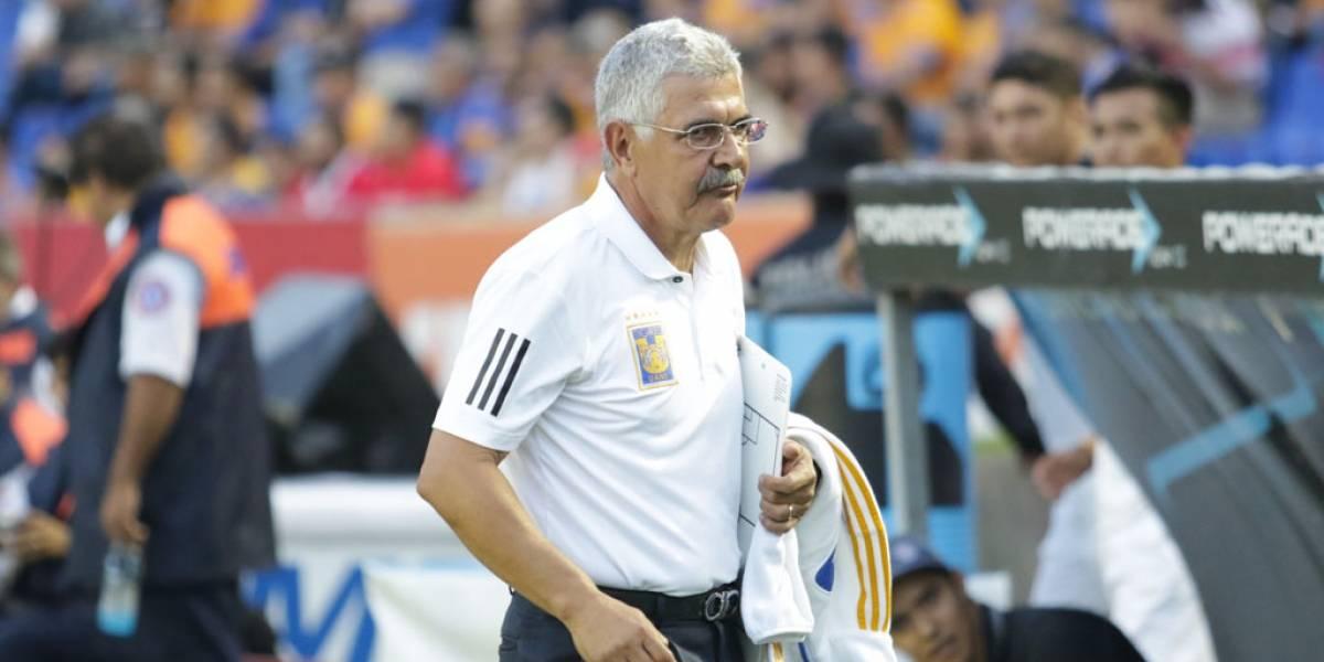 El 'Tuca' Ferretti llamó porquería a la pantalla del Estadio Jalisco