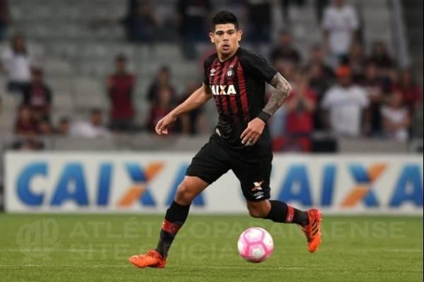 Pavez lleva 15 partidos en su nuevo club / Atlético Paranaense