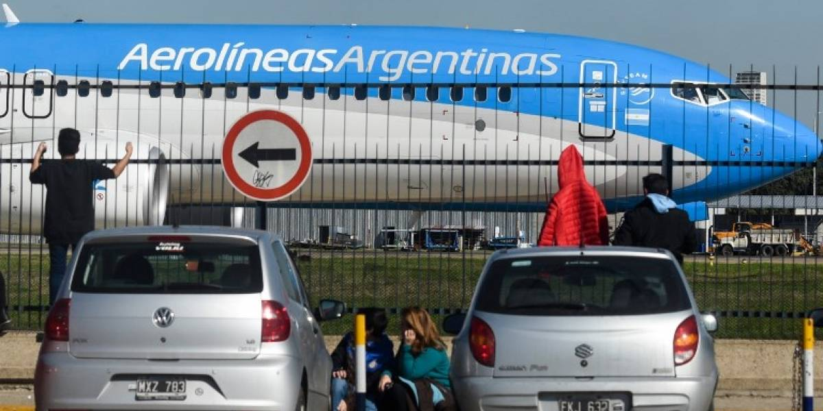 Unos 40.000 pasajeros son afectados por paro de trabajadores aéreos en Argentina