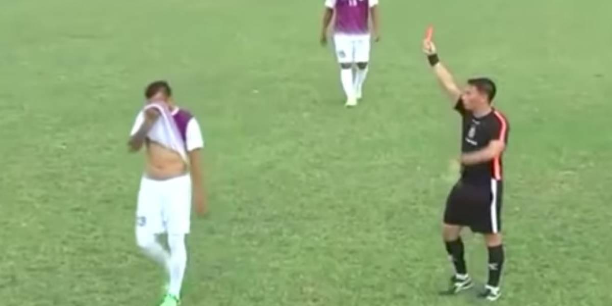 Néstor Alegre fue expulsado a los 7 segundos de juego