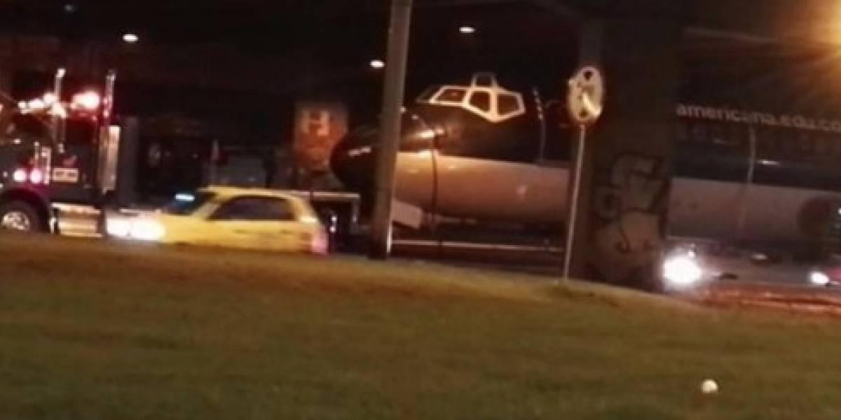 ¡Video insólito! El avión que generó trancón en en las calles de Bogotá