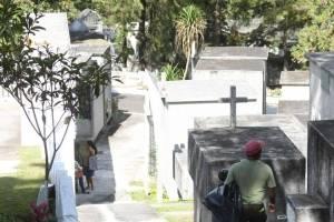 cementeriosventadefloresfotoomar25-e74612168f1816e71afc3f2b284b5dcb.jpg