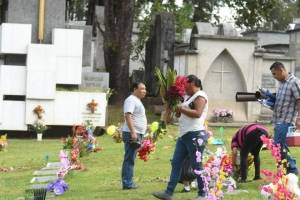 cementeriosventadefloresfotoomar34-534f7c119bf5f7d4ac468527334d29bc.jpg
