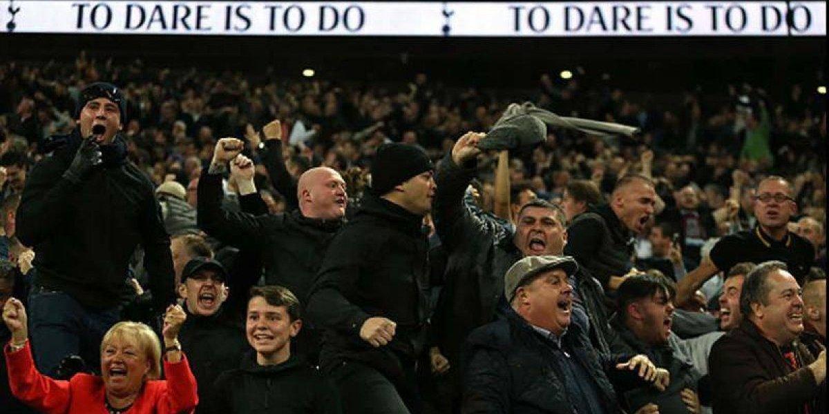 Tottenham suspende de por vida a aficionados que lanzaron orina a rivales
