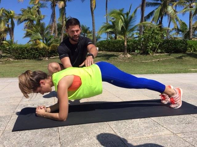 """El """"plank"""" o """"la plancha"""" es ideal para fortalecer el abdomen. Foto: David Cordero Mercado"""