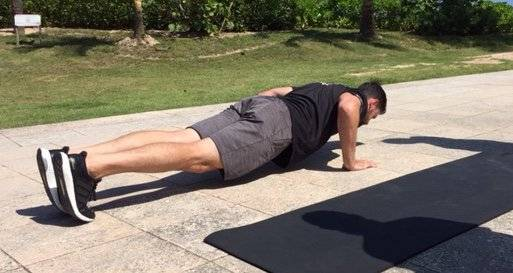 Para el upper body, lo ideal es realizar push ups. Foto: David Cordero Mercado