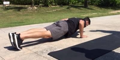 Para el upper body, lo ideal es realizar push ups. Foto: David Cordero Mercado