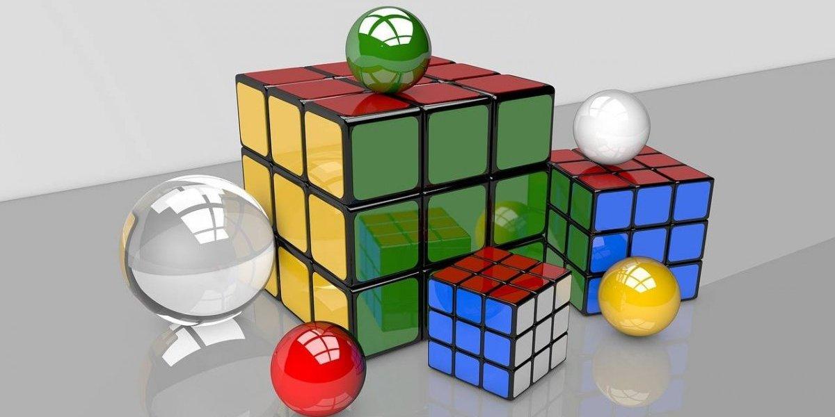 Rompe récord mundial de Cubo Rubik en 4.5 segundos