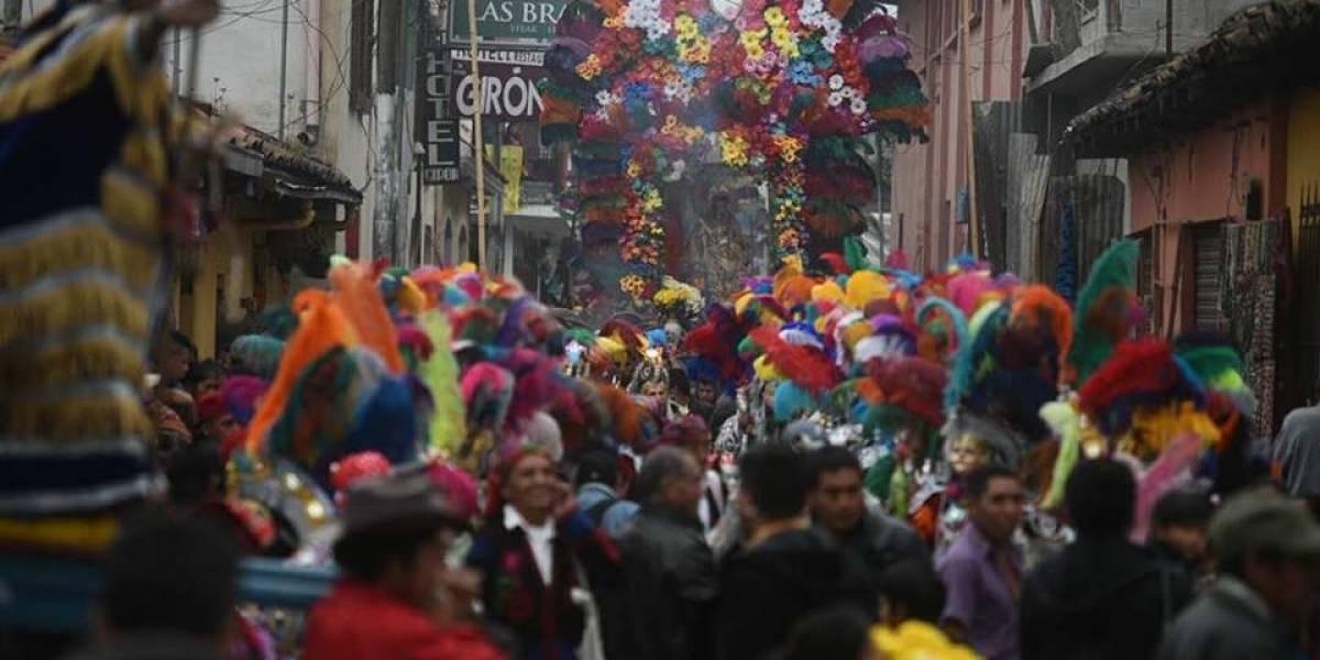 Entre tumbas, bailes y colores, Chichicastenango celebra el Día de Todos los Santos