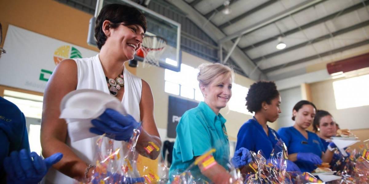 Primera dama de Louisiana visita refugiados