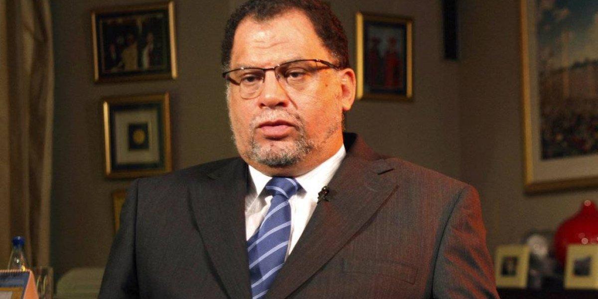 Líder sudafricano del futbol niega haber violado a cantante