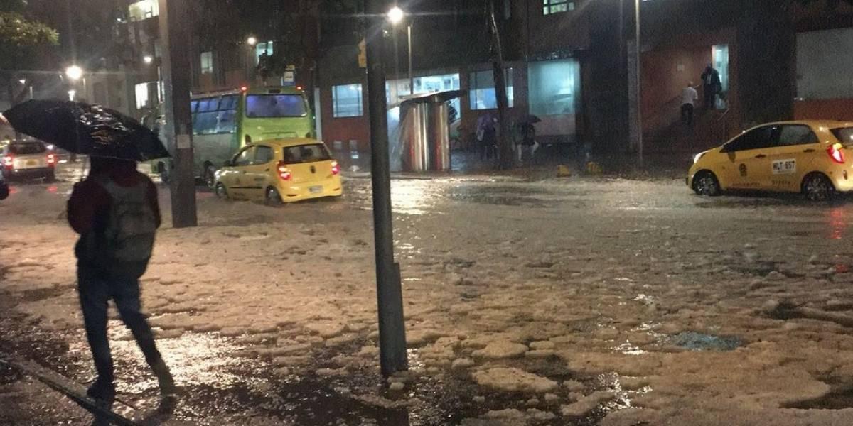 (Fotos y videos) Fuertes lluvias afectan la movilidad de los bogotanos