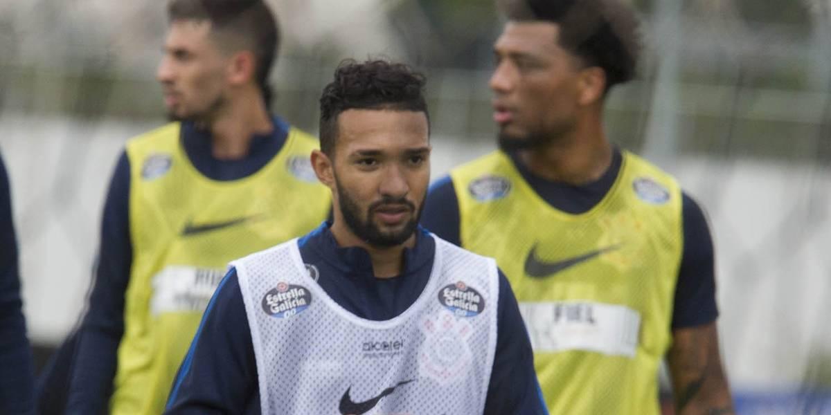 Carille testa time do Corinthians com Camacho e Clayson
