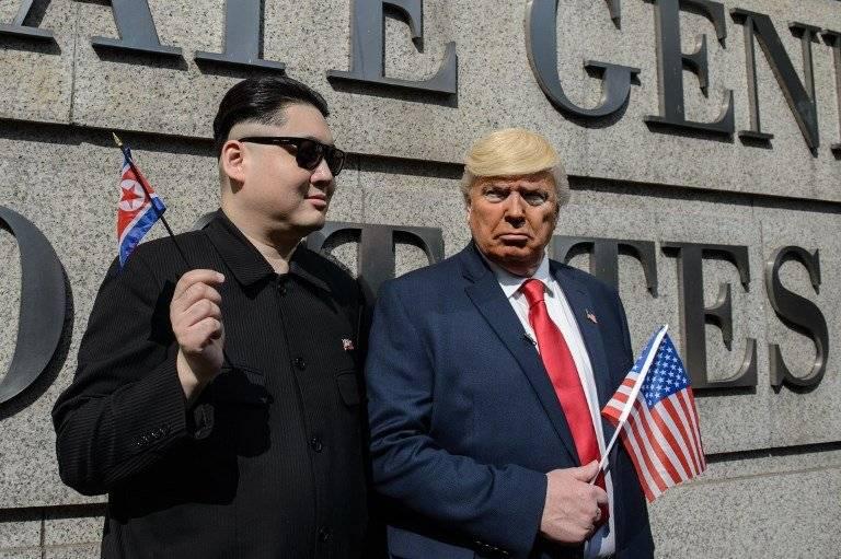 Actores personificados como Kim Jong-un y Donald Trump