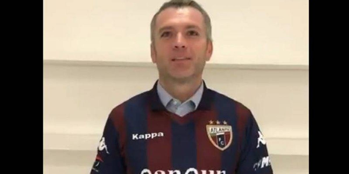 VIDEO: ¡Sí cumple! José Luis Higuera cambia de colores y se pone la del Atlante