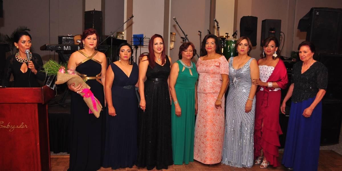 AMSI realiza cena-baile pro-fondos mujeres con cáncer de mama