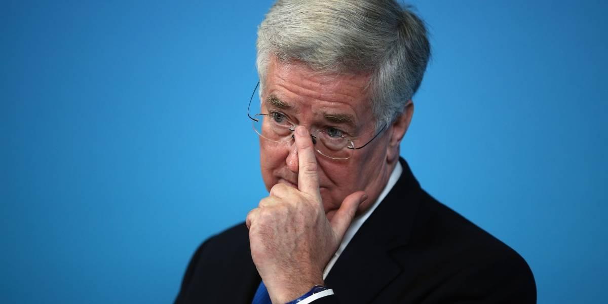 Secretario de Defensa británico se une a políticos denunciados por acoso sexual