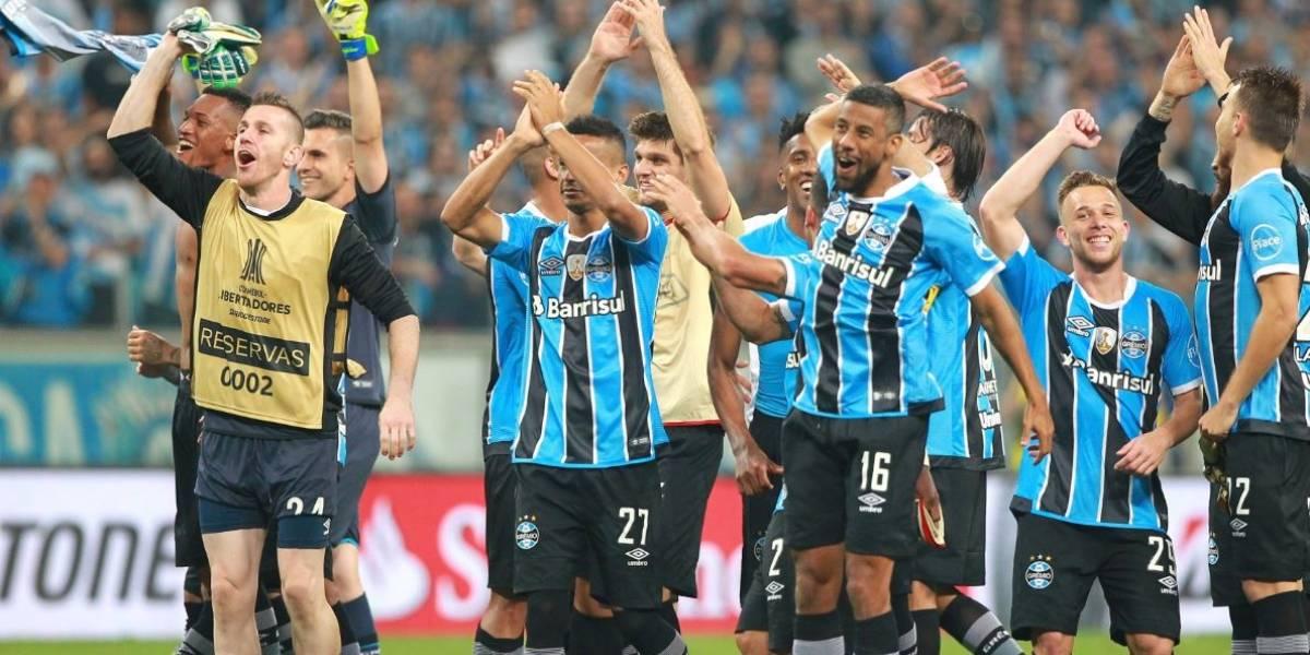 Grêmio sofre, mas avança à final da Libertadores