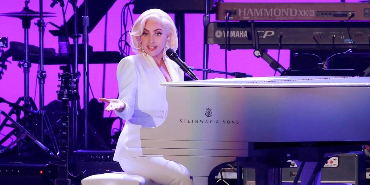 Lady Gaga está noiva de Christian Carino, diz revista