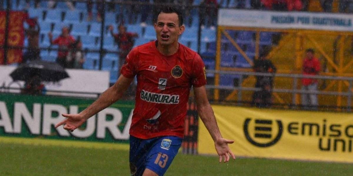 Marco Pappa celebra un gol con Municipal