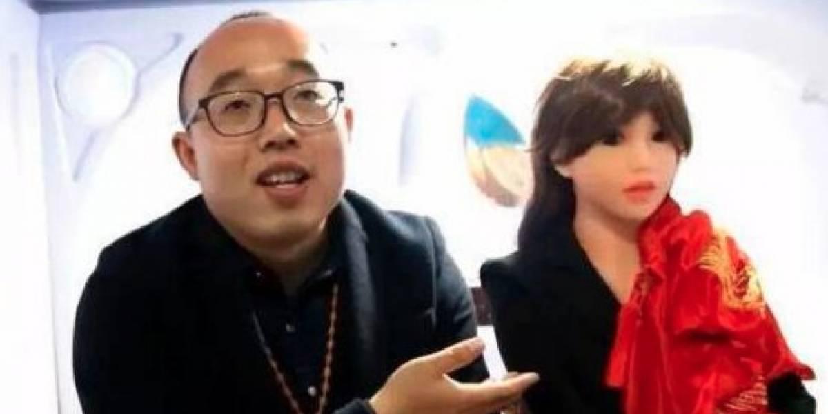 Chino que se casó con una robot ahora crea 'esposas' para miles de solteros