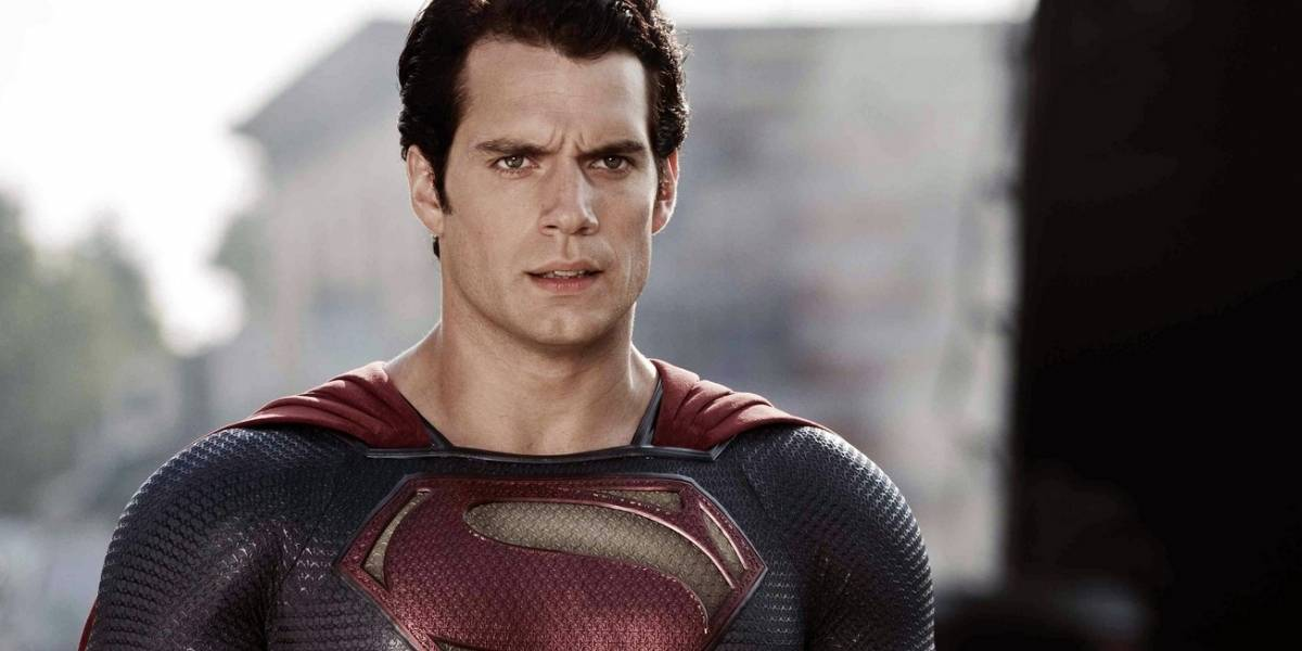 Henry Cavill fala sobre voltar a interpretar o Superman: 'A capa está no meu armário'