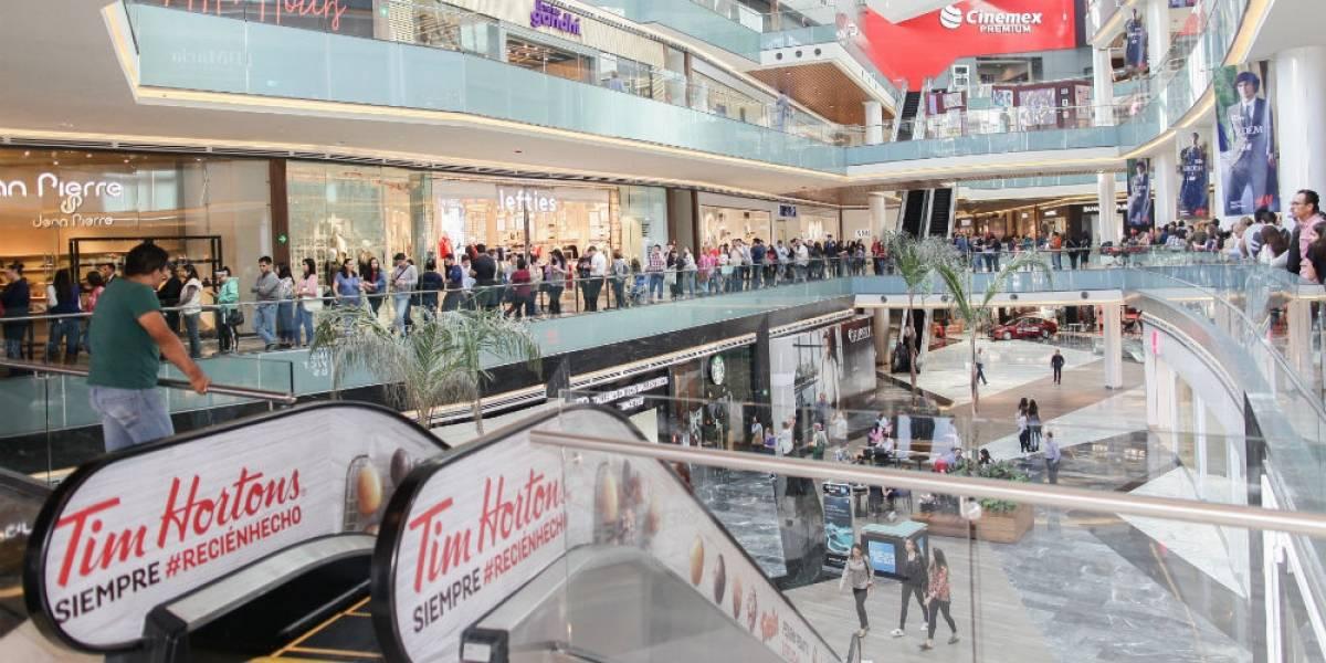 Regios enloquecen por llegada de cafetería canadiense