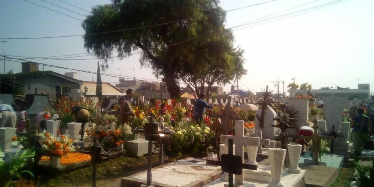 Sin ofrendas monumentales celebran Día de Muertos en Mixquic