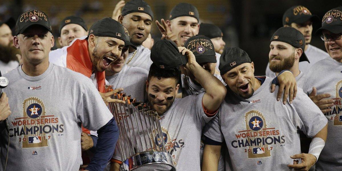 Miles celebran por las calles primer título de los Astros