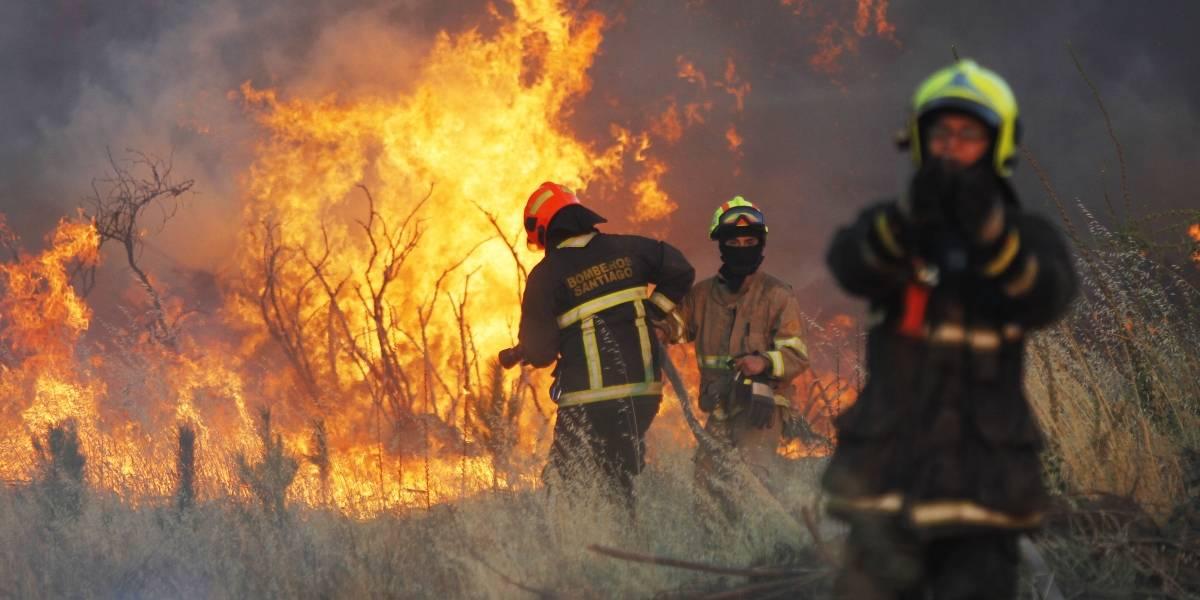 Mayor eficacia contra incendios forestales: Conaf y Bomberos firmaron protocolo para acciones conjuntas