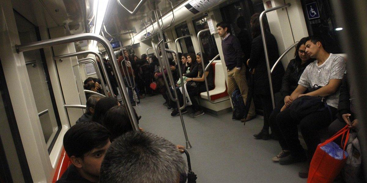 Increíble: Rayaron vagón de la recién inaugurada Linea 6 del Metro de Santiago